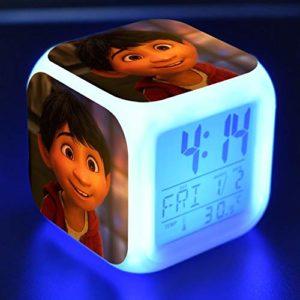 JXAA Réveil pour Enfants réveil numérique réveil lumière Horloge de Bureau reloj despertador Sept Couleurs Flash réveil numérique veilleuse