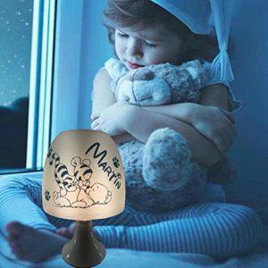 Lampe de Chevet Enfant Veilleuse Personnalisée – 15 motifs/8 couleurs au choix – Idéal chambre de bébé – Cadeau de naissance Baptême – Anniversaire – Noël Plaisir d'offrir – Visuel Souris Amoureuses