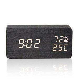 HOTSO Réveil Numérique LED en Bois USB Horloge Silencieux, Réveil Matin avec Température Humidité Calendrier 3 Alarmes 3 Luminosités Réglable pour Décoration Chambre Bureau Enfants (Cuboïde Noir)