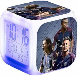 Pptabold Football Star Neymar réveil numérique, Mignonne Voyage Réveil, Nuit LED LCD Cube avec lumières Enfants réveiller Table de Chevet Cadeau d'anniversaire Fille Garçon