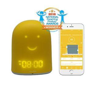 UrbanHello REMI – Reveil Enfant Jour Nuit educatif, Sleep Trainer 5-en-1 – Suivi du Sommeil – Babyphone Audio avec Alerte Bruit – Veilleuse – Enceinte Bluetooth – Jaune