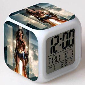 alicefen Wonder Woman LED Réveil 7 Horloge Numérique à Changement de Couleur Électronique Horloge de Bureau Enfants Cadeau Jouet Lampe de Réveil Réveil