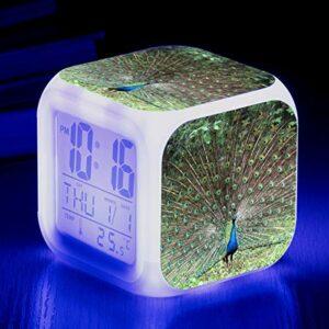 Réveil pour enfants avec affichage multifonction Réveil à couleur changeante, Réveil à écran ouvert Peacock, Réveil musical à LED à changement de couleur, Lampe de réveil de chevet SeeChart10