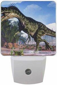 Lot de 2 veilleuses LED enfichables Monolophosaurus Dinosaure Impression avec capteur Dusk to Dawn pour chambre à coucher, salle de bain, couloir, escaliers, 0,5 W, prise américaine