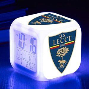 Mitrilifi Réveil de Football LED Horloge Numérique Table LED Lumière Table Électronique Horloge Jouet Réveil Carré Réveil Flash Rose