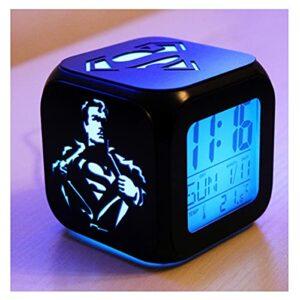 XY-M Superhero Superman Créatif 3D Stéréo Petit Réveil Muet LED Veilleuse Horloge Électronique Horloge De Chevet Chambre Horloge -USB Charge