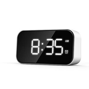 Dinah Réveil moderne à LED – Réveil numérique – Chargement USB – Alimentation par batterie – Pour chambre à coucher, bureau